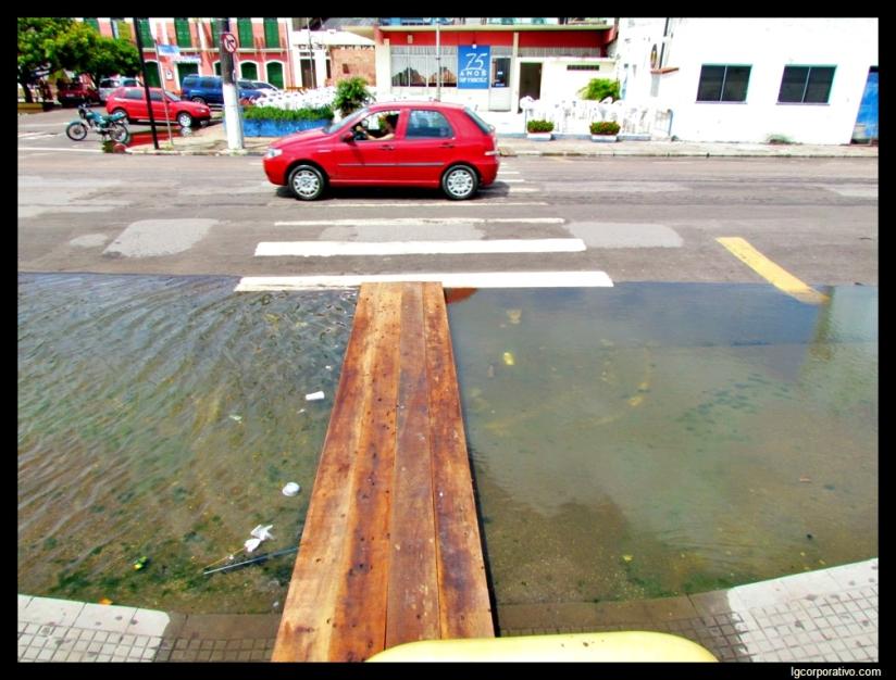 Centro comercial de Santarém (PA) volta a ficar debaixod'água